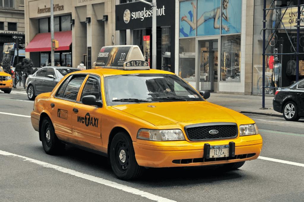 почему такси желтого цвета